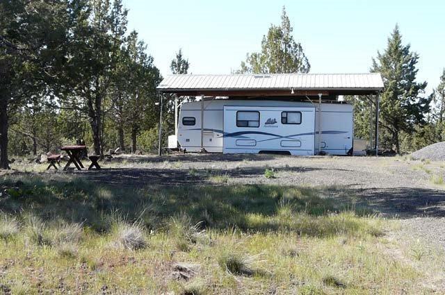5930 SW Upper Canyon Rim Drive, Culver, OR 97734 (MLS #201404413) :: Birtola Garmyn High Desert Realty