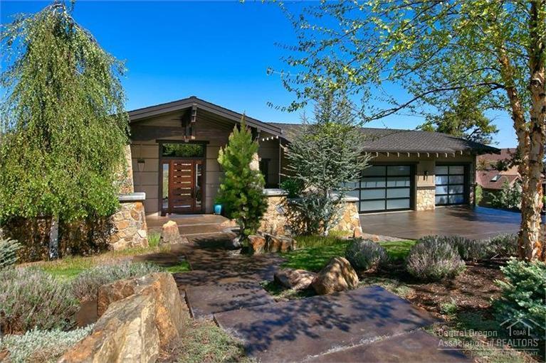 3328 NW Panorama Drive, Bend, OR 97701 (MLS #201504514) :: Birtola Garmyn High Desert Realty