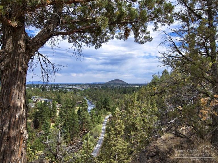 3518 NW Mesa Verde Court, Bend, OR 97701 (MLS #201508903) :: Birtola Garmyn High Desert Realty