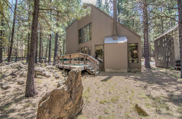 70681 Dewberry, Black Butte Ranch, OR 97559 (MLS #201509284) :: Birtola Garmyn High Desert Realty
