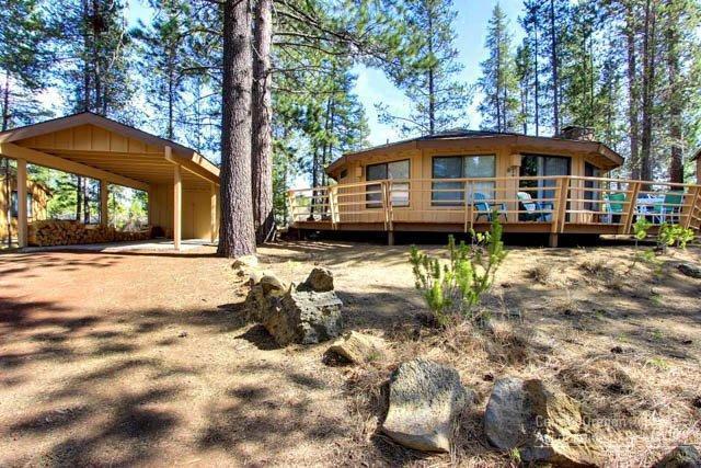 12 Juniper Lane, Sunriver, OR 97707 (MLS #201607497) :: Birtola Garmyn High Desert Realty