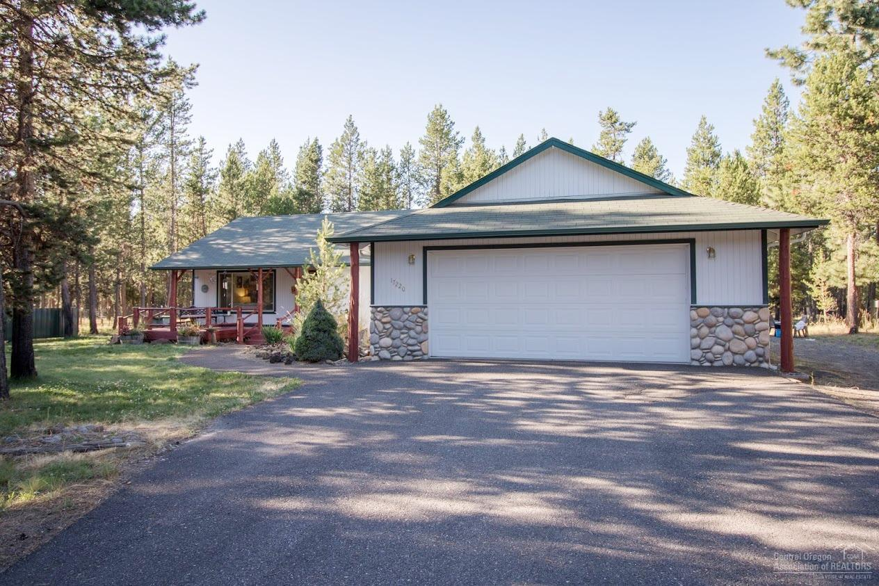 17220 Downey Road, Bend, OR 97707 (MLS #201607927) :: Birtola Garmyn High Desert Realty