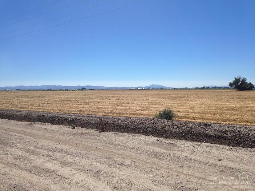 7355 NW Columbia Drive, Madras, OR 97741 (MLS #201608395) :: Birtola Garmyn High Desert Realty