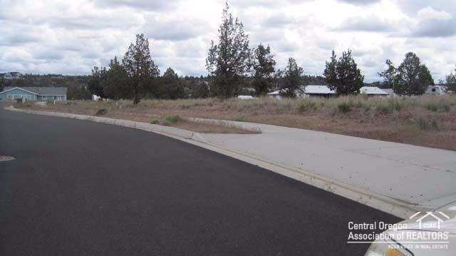 12 SE Dacotah Court Lot, Madras, OR 97741 (MLS #201609532) :: Birtola Garmyn High Desert Realty