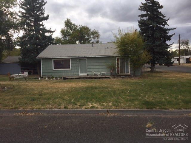 407 SE Jackson Street, Redmond, OR 97756 (MLS #201609946) :: The Ladd Group