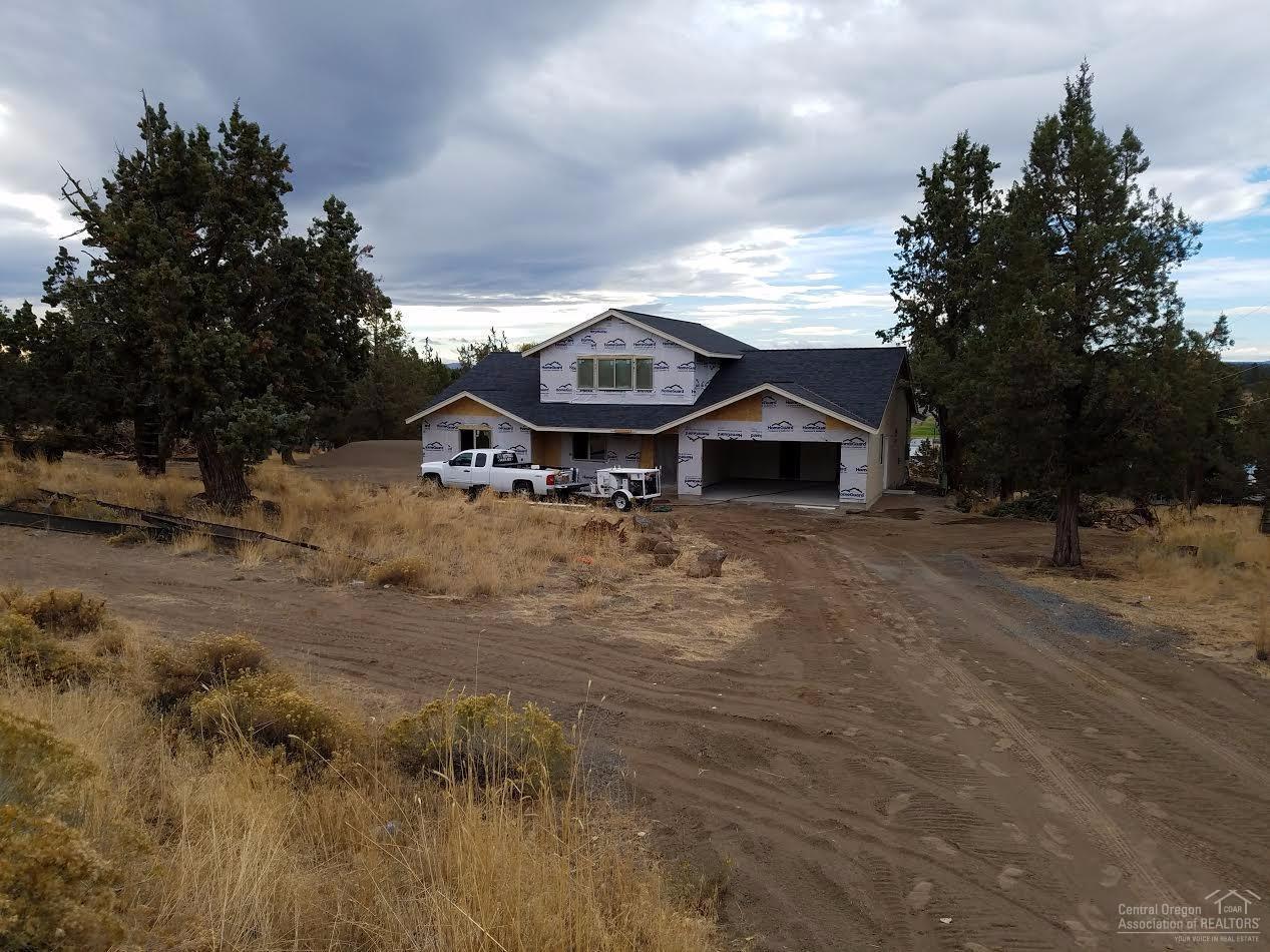 21101 Robin Avenue, Bend, OR 97703 (MLS #201610021) :: Birtola Garmyn High Desert Realty