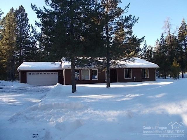54621 Gray Squirrel Drive, Bend, OR 97707 (MLS #201700009) :: Fred Real Estate Group of Central Oregon
