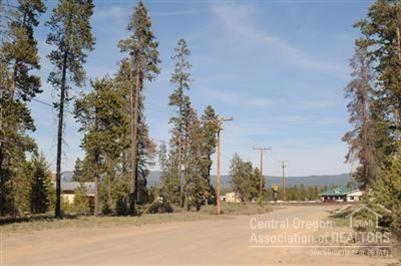 52425 Railroad Street, La Pine, OR 97739 (MLS #201701153) :: Fred Real Estate Group of Central Oregon