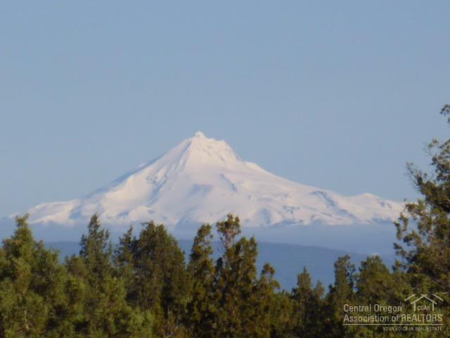 16806 SW Mt. Adams Loop, Powell Butte, OR 97753 (MLS #201703288) :: Birtola Garmyn High Desert Realty