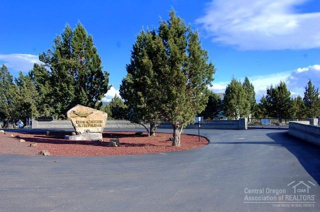 2210 SE Blue Skies Lane, Prineville, OR 97754 (MLS #201703334) :: Birtola Garmyn High Desert Realty
