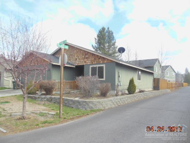 16409 Heath Drive, La Pine, OR 97739 (MLS #201703370) :: Birtola Garmyn High Desert Realty