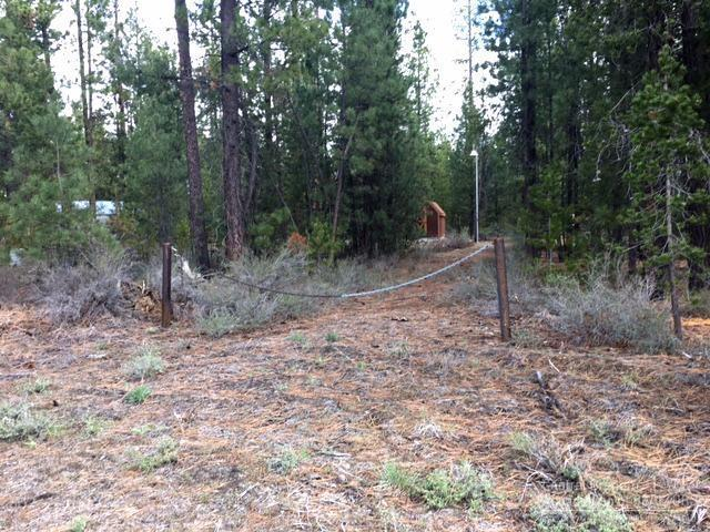 17631 Cosset Loop, La Pine, OR 97739 (MLS #201704497) :: Birtola Garmyn High Desert Realty