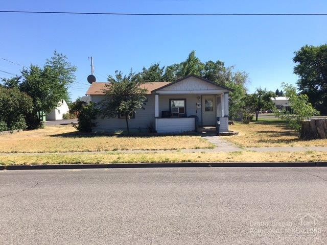 934 SW Cascade Avenue, Redmond, OR 97756 (MLS #201706893) :: The Ladd Group
