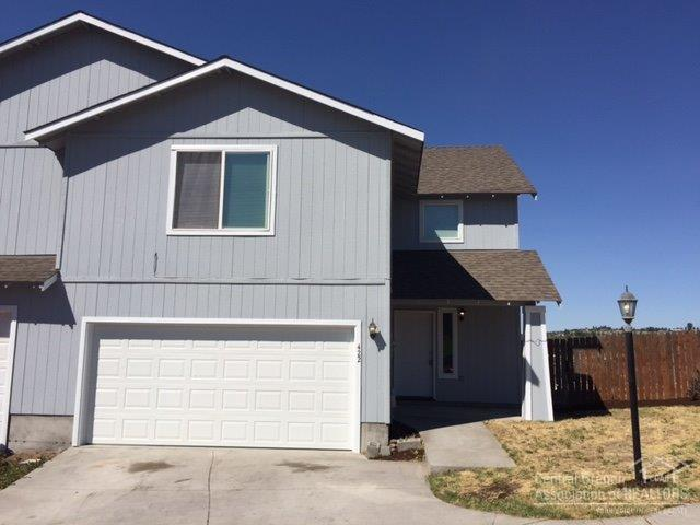 422 SE Carmen Way, Madras, OR 97741 (MLS #201707378) :: Windermere Central Oregon Real Estate