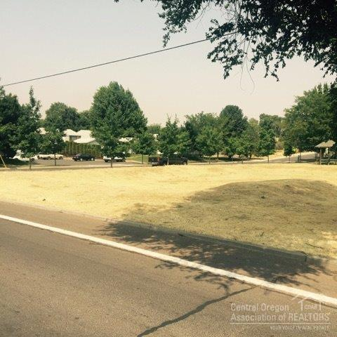 8 NE B Street Lot, Madras, OR 97741 (MLS #201708135) :: Birtola Garmyn High Desert Realty