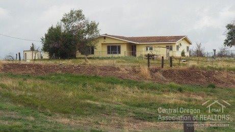 527 SW Holly Lane, Culver, OR 97734 (MLS #201708168) :: Birtola Garmyn High Desert Realty