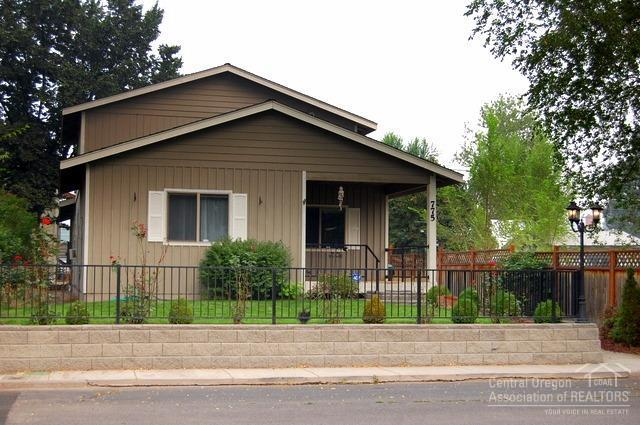 775 SE 2nd Street, Prineville, OR 97754 (MLS #201709083) :: The Ladd Group