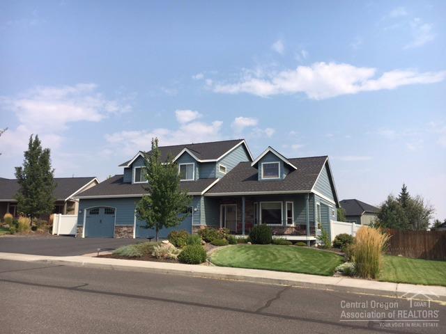 3580 SW 36th Place, Redmond, OR 97756 (MLS #201709163) :: Birtola Garmyn High Desert Realty