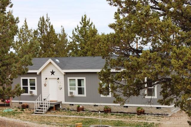 6637 SE Cedar Drive, Prineville, OR 97754 (MLS #201709875) :: Birtola Garmyn High Desert Realty