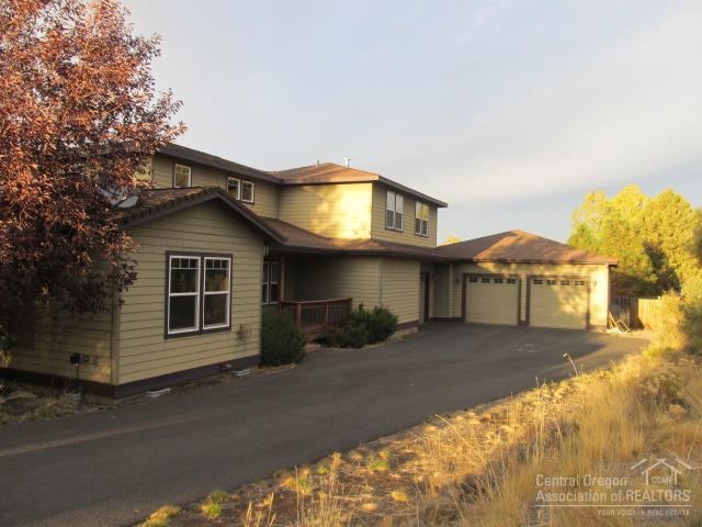 20940 Fireside Trail, Bend, OR 97702 (MLS #201710280) :: Birtola Garmyn High Desert Realty