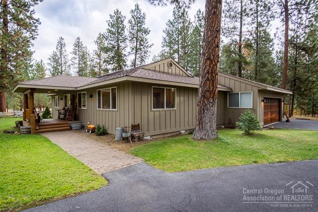 69406 Lasso, Sisters, OR 97759 (MLS #201710503) :: Birtola Garmyn High Desert Realty