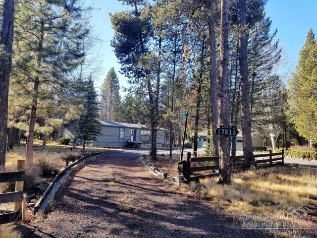 17813 Grimm Road, Bend, OR 97707 (MLS #201711372) :: The Ladd Group