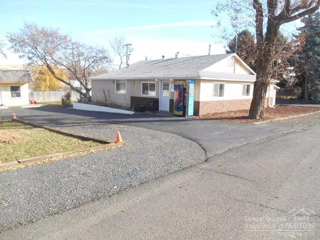 616 Mill Street, Maupin, OR 97037 (MLS #201711450) :: The Ladd Group