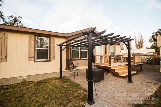 2013 SE Melrose Drive, Prineville, OR 97754 (MLS #201800132) :: Fred Real Estate Group of Central Oregon