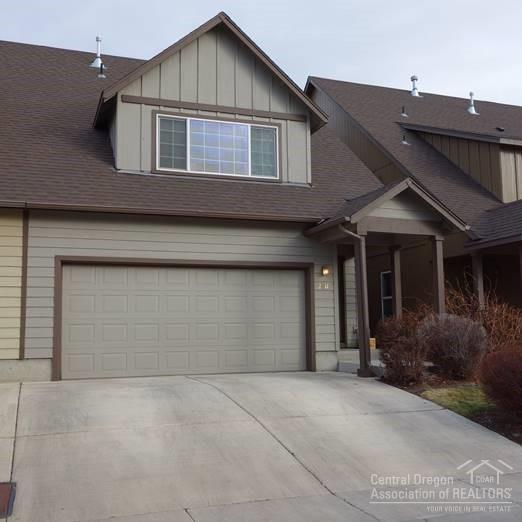 2811 SW Indian Circle, Redmond, OR 97756 (MLS #201801531) :: The Ladd Group