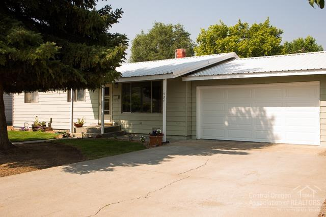 727 NW Deer Street, Prineville, OR 97754 (MLS #201801784) :: Pam Mayo-Phillips & Brook Havens with Cascade Sotheby's International Realty