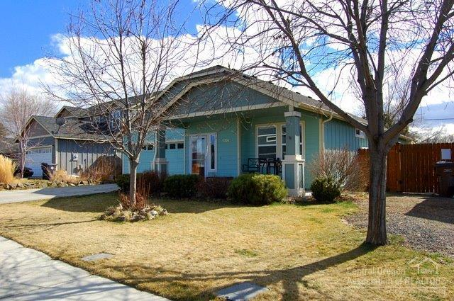 3306 SW Evergreen Avenue, Redmond, OR 97756 (MLS #201802379) :: Fred Real Estate Group of Central Oregon