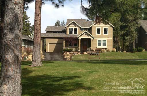 61492 Diamond Lake Drive, Bend, OR 97702 (MLS #201802387) :: Fred Real Estate Group of Central Oregon