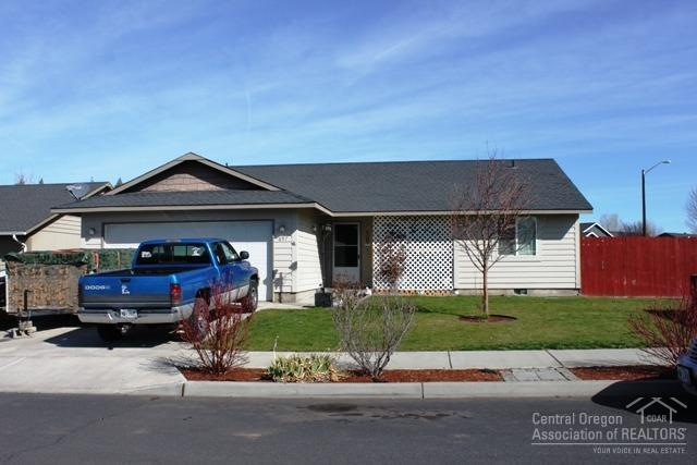 697 NE Black Bear Street, Prineville, OR 97754 (MLS #201802787) :: The Ladd Group