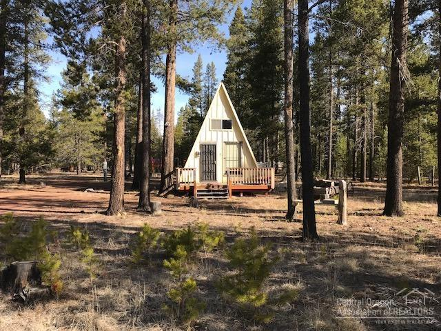 15954 Cedar Lane, La Pine, OR 97739 (MLS #201802890) :: The Ladd Group