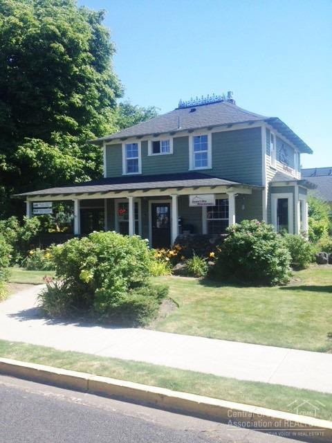636 NW Cedar Avenue, Redmond, OR 97756 (MLS #201803787) :: Stellar Realty Northwest