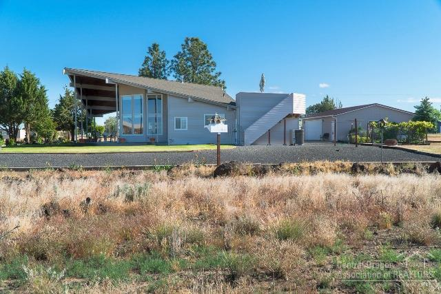 5933 SW Kokanee Lane, Culver, OR 97734 (MLS #201805333) :: Pam Mayo-Phillips & Brook Havens with Cascade Sotheby's International Realty