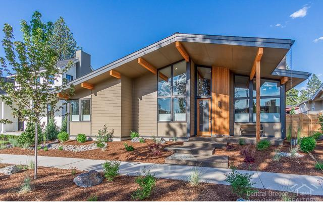 1786 NW Fields Street, Bend, OR 97703 (MLS #201806330) :: The Ladd Group