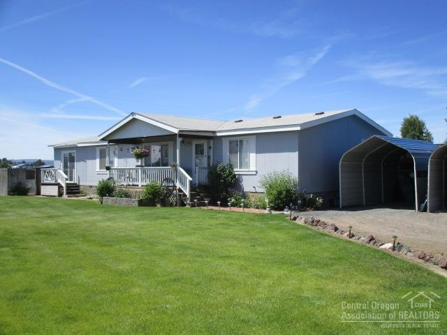 58068 Maple Circle, Christmas Valley, OR 97641 (MLS #201806385) :: The Ladd Group