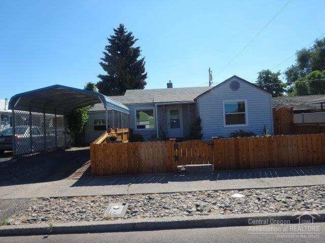 176 NE Elm Street, Prineville, OR 97754 (MLS #201807502) :: Pam Mayo-Phillips & Brook Havens with Cascade Sotheby's International Realty