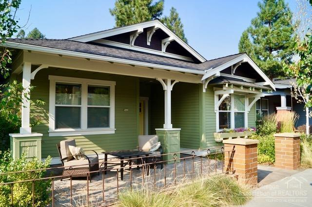 2670 NW Crossing Drive, Bend, OR 97703 (MLS #201808565) :: The Ladd Group