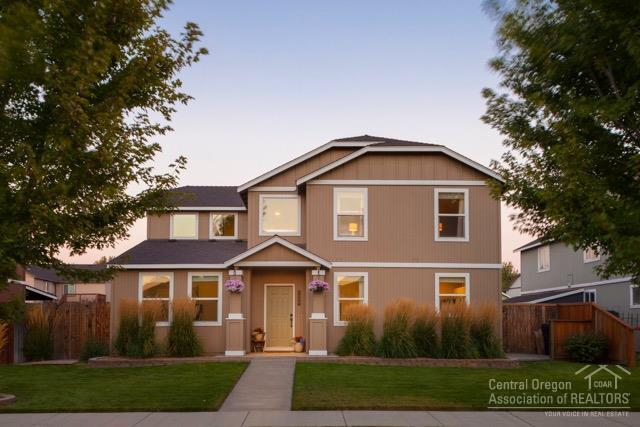 1300 NE 3rd Street, Redmond, OR 97756 (MLS #201809119) :: Pam Mayo-Phillips & Brook Havens with Cascade Sotheby's International Realty