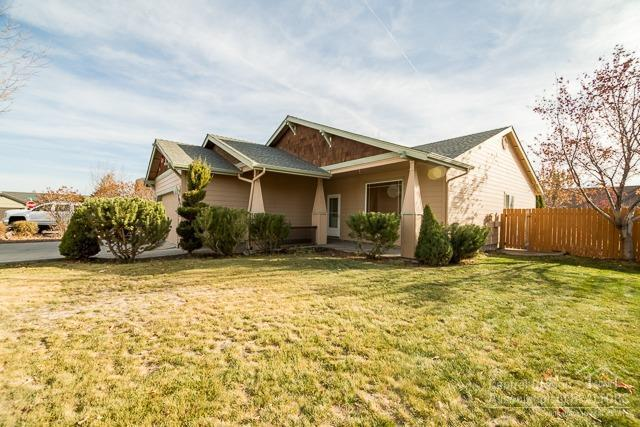 1960 NW Quince Avenue, Redmond, OR 97756 (MLS #201811130) :: Windermere Central Oregon Real Estate