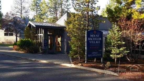 19717 Mount Bachelor Drive #104, Bend, OR 97702 (MLS #201811677) :: Fred Real Estate Group of Central Oregon