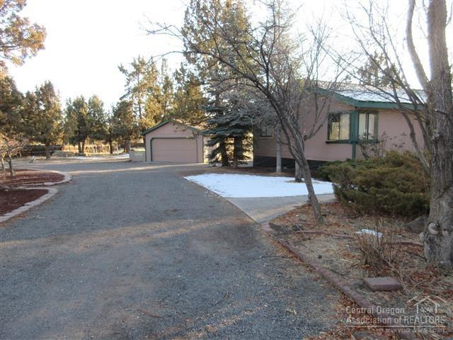 20851 89th Street, Bend, OR 97703 (MLS #201900102) :: The Ladd Group
