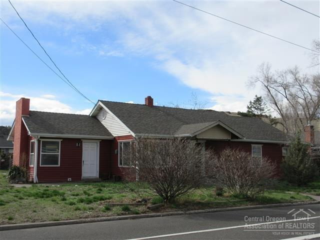 72 SW 2nd Street, Madras, OR 97741 (MLS #201900103) :: The Ladd Group