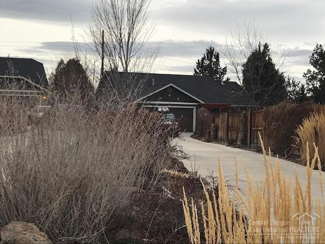 359 SW 33rd Drive, Redmond, OR 97756 (MLS #201900340) :: Fred Real Estate Group of Central Oregon