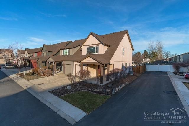 2956 SW Indian Circle, Redmond, OR 97756 (MLS #201900602) :: The Ladd Group