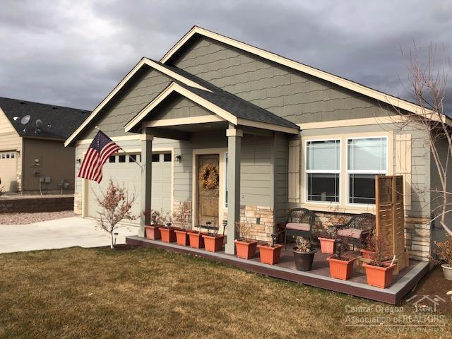 2401 NW Greenwood Avenue, Redmond, OR 97756 (MLS #201900747) :: Central Oregon Home Pros