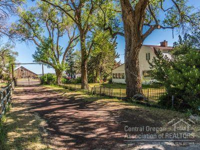 3015 NW Sedgewick Avenue, Terrebonne, OR 97760 (MLS #201901218) :: Fred Real Estate Group of Central Oregon