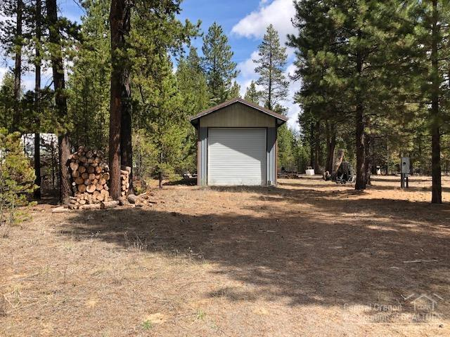 51480 Birch Road, La Pine, OR 97739 (MLS #201903149) :: Fred Real Estate Group of Central Oregon